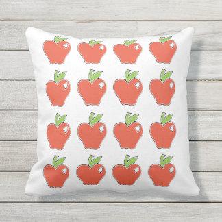 Almofada Para Ambientes Externos Apple vermelho modela
