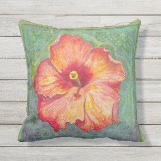 Almofada Para Ambientes Externos Arte do hibiscus em um travesseiro decorativo