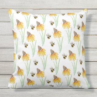 Almofada Para Ambientes Externos As flores do cone do Rudbeckia & Bumble abelhas