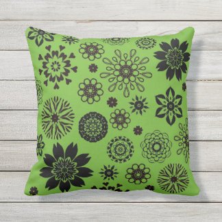 Almofada Para Ambientes Externos Bright green cushion with rosace flowers