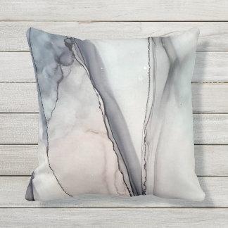 Almofada Para Ambientes Externos Conflito cinzento - Inkwork por Karen Ruane