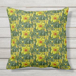 Almofada Para Ambientes Externos Daffodils amarelos alaranjado 01.0.3.p