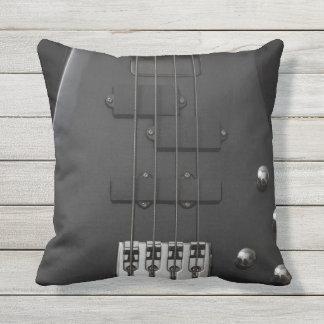 Almofada Para Ambientes Externos Preto baixo do instrumento da guitarra