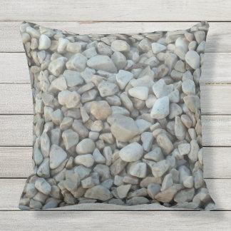 Almofada Para Ambientes Externos Seixos na fotografia da pedra da praia