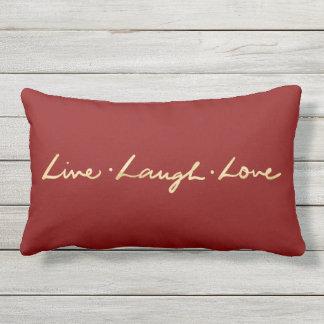 Almofada Para Ambientes Externos Simples vive a mão do ouro do amor do riso