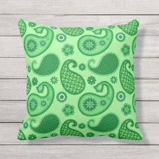 Almofada Para Ambientes Externos Teste padrão de Paisley, jade e verde esmeralda