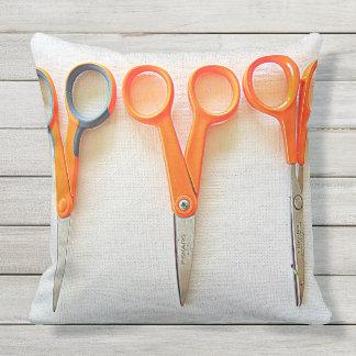 Almofada Para Ambientes Externos Travesseiro exterior da costureira com tesouras e