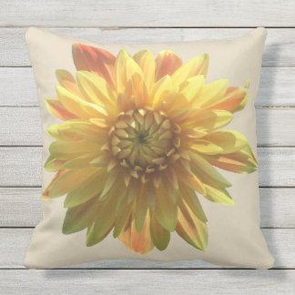 Almofada Para Ambientes Externos Travesseiro exterior da dália amarela