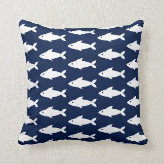 Almofada Peixes brancos no travesseiro decorativo náutico
