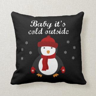 Almofada Pinguim bonito do Natal