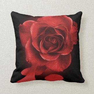 Almofada Pintando os rosas vermelhos