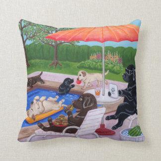 Almofada Pintura de Labradors 2 da festa na piscina