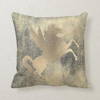Almofada Pintura preta suja do cavalo do ouro do campo