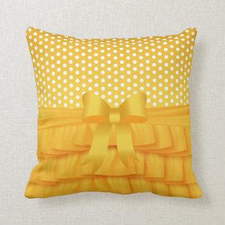 Almofada Plissado e arco amarelos dourados do cetim com