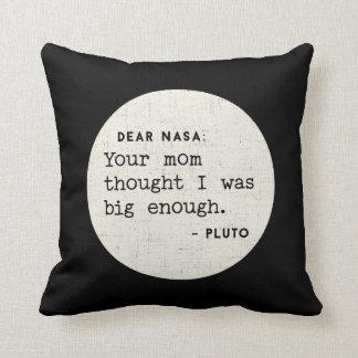 Almofada Pluto era grande bastante para seu mama.