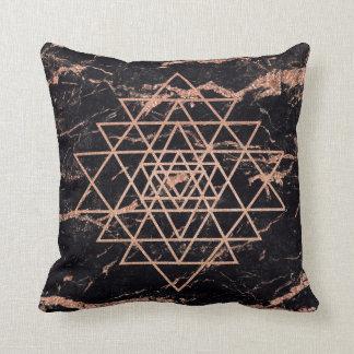 Almofada Preto do mármore do triângulo do ouro do rosa do
