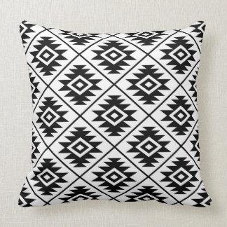Almofada Preto estilizado & branco do símbolo asteca 2Way
