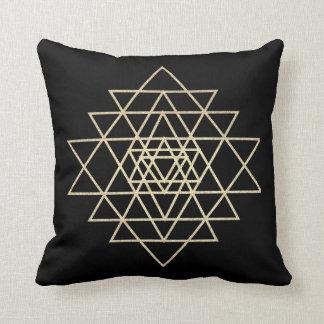Almofada Preto mais foxier dos triângulos do ouro do campo