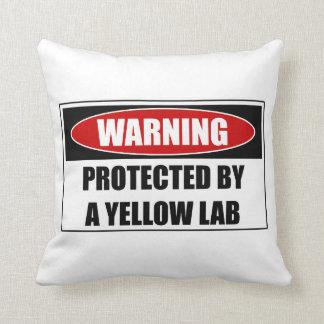 Almofada Protegido por um laboratório amarelo