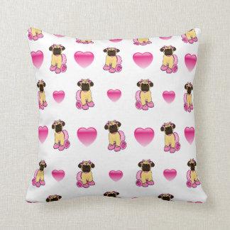 Almofada Pugs bonito e corações cor-de-rosa