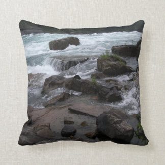 Almofada Rapids rochosos no coxim de Niagara Falls