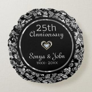 Almofada Redonda Aniversário de casamento da prata preta e metálica
