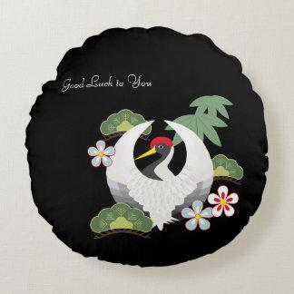 Almofada Redonda Preto branco do pássaro do guindaste dos símbolos