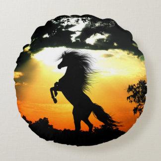 Almofada Redonda Silhueta do cavalo no por do sol