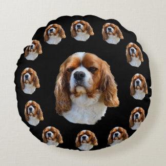 Almofada Redonda Teste padrão descuidado da cara do cão do Spaniel,