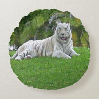 Almofada Redonda Tigre e palmeiras brancos de sorriso