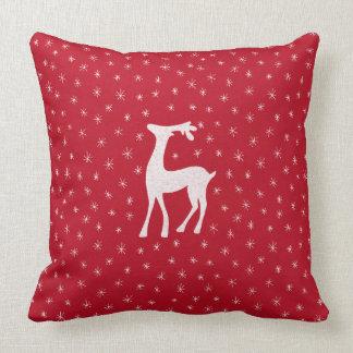 Almofada Rena bonito com as estrelas sparkling no vermelho