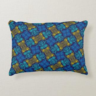 Almofada retangular azul e amarelo