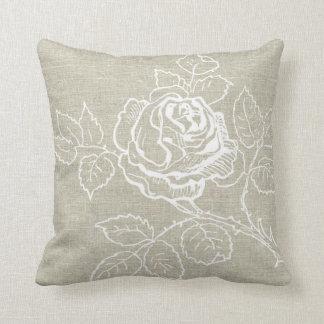 Almofada Rosa branco no travesseiro de linho