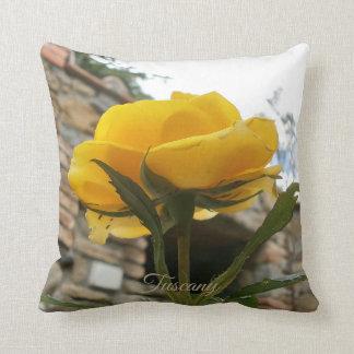 Almofada Rosa do amarelo de Tuscan