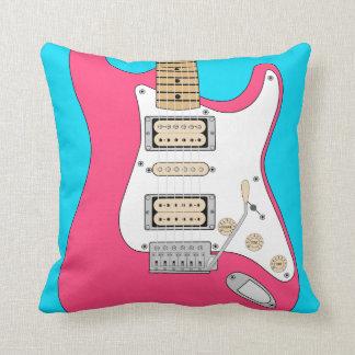 Almofada Rosa e guitarra elétrica azul
