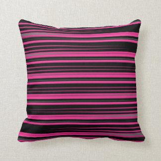 Almofada Rosa e linhas manchadas preto