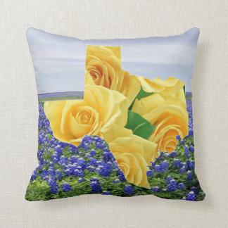 Almofada Rosas amarelos na forma de Texas em Bluebonnets