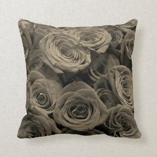 Almofada Rosas cinzentos mornos