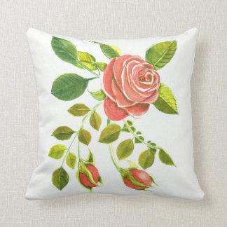 Almofada Rosas e botões florais por DelynnAddams