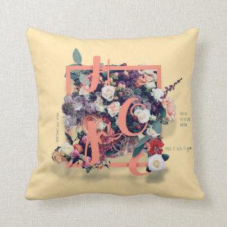 Almofada Rotulação floral bonito e inspirando do