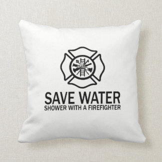 Almofada Salvar a água - chá com um sapador-bombeiro
