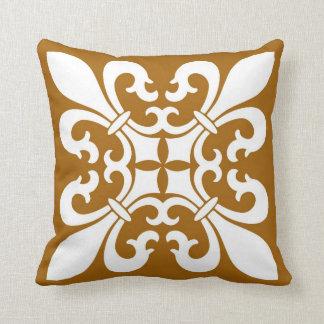 Almofada Símbolos da flor de lis no branco no caramelo