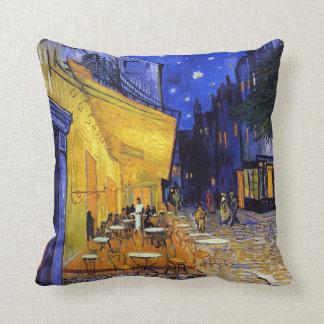 Almofada Terraço do café por Vincent van Gogh
