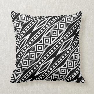 Almofada Teste padrão asteca tribal preto & branco moderno