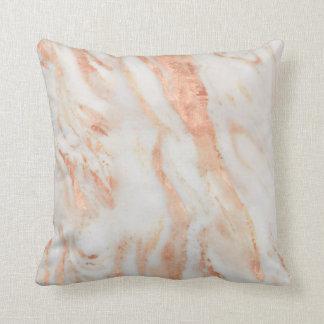 Almofada Teste padrão de mármore feminino de cora do rosa