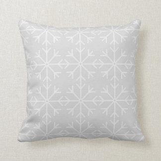 Almofada Teste padrão do floco de neve - cinzas e branco