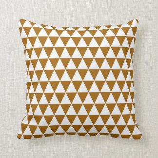 Almofada Teste padrão geométrico do triângulo no caramelo