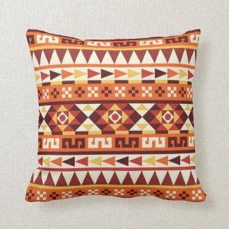 Almofada Teste padrão outonal morno do asteca das cores