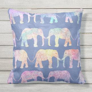 Almofada Teste padrão tribal tirado mão dos elefantes de