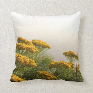 Almofada Travesseiro amarelo enevoado das flores do cabo